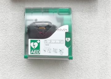 Avtomatski defibrilator