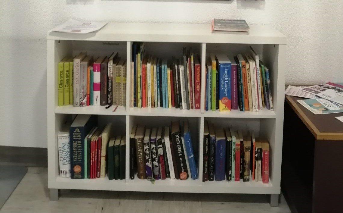 Knjizne police v ZD Idrija
